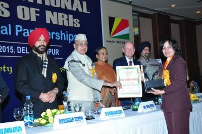 Professor Sunita Chauhan receiving her award